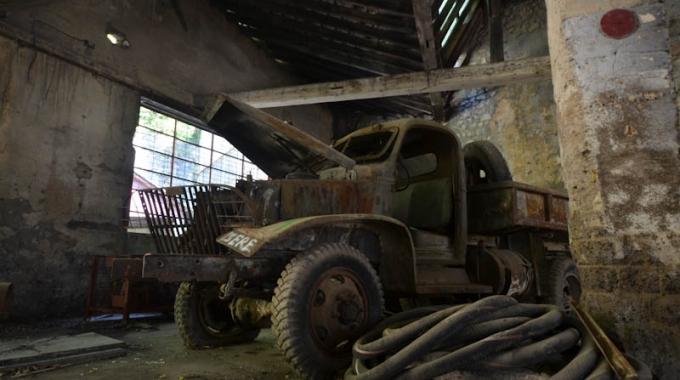 Le hangar abandonné